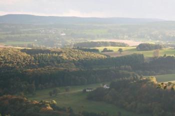 Blick vom Rother Kopf über Haus Waldfrieden bis Hinterhausen und Eifelkaserne (Oktober 2013); ?>