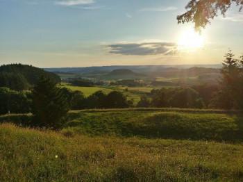 Untergehende Sonne vom Ernstberg; ?>