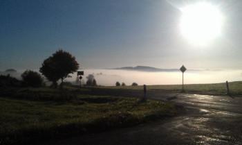 Nebliger Herbstmorgen Ortsausgang Berndorf in Richtung Kerpen; ?>